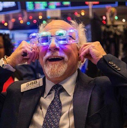 Peter Tuchman estrena el 2020 en la Bolsa de Nueva York con nuevas gafas.