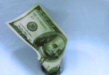 Wells Fargo asegura que el dólar se debilitará aún más